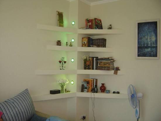 Стильные полки для книг из гипсокартона - фото идеи